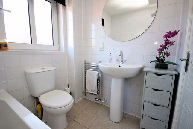 Bathroom of Kersehill Crescent, Falkirk FK2