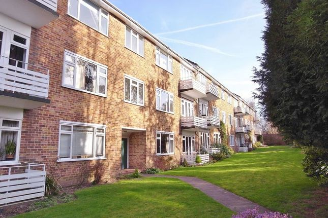 Thumbnail Flat for sale in Lindfield Gardens, Guildford