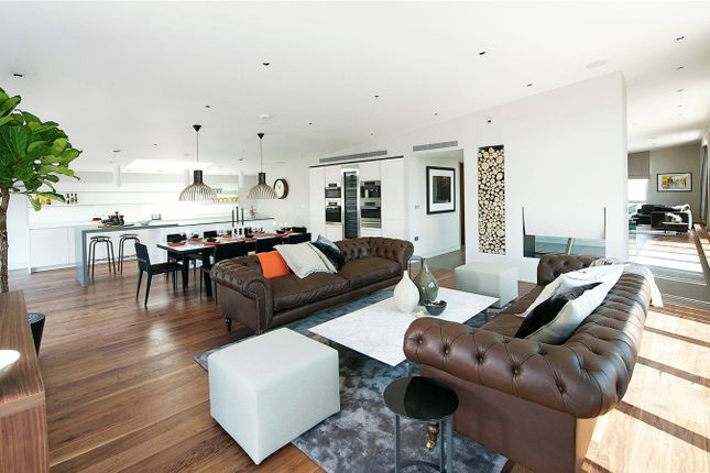 Thumbnail Flat to rent in Kara Court, 15 Seven Sea Gardens, London