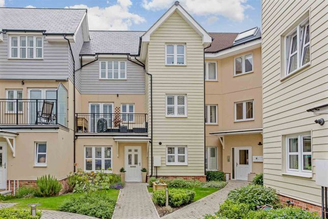 Thumbnail Town house to rent in Springfield Park Road, Horsham