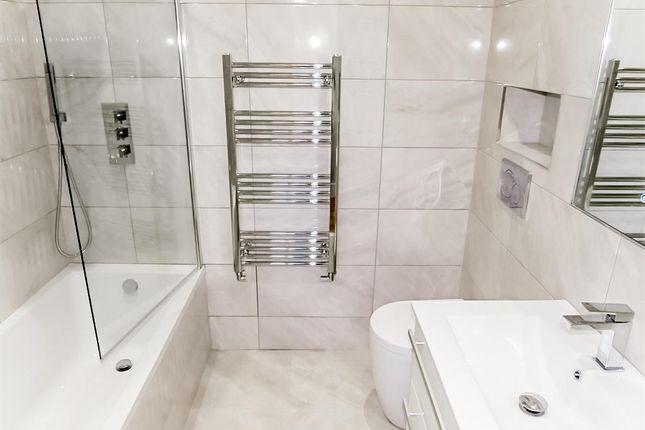Bathroom of Syresham Gardens, Haywards Heath RH16