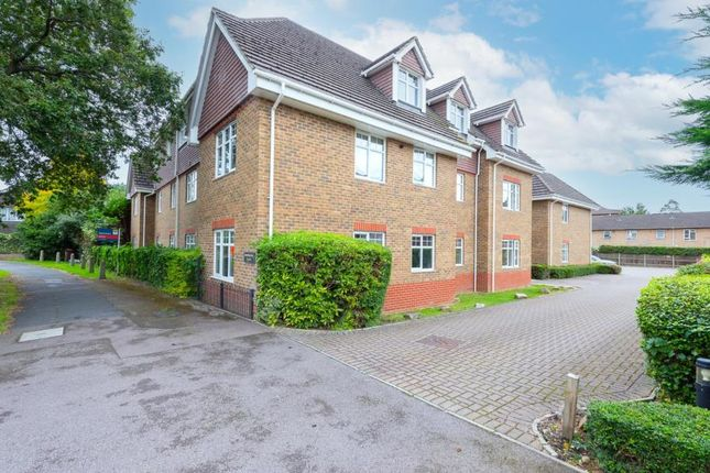 Thumbnail Flat to rent in Vale Road, Camberley