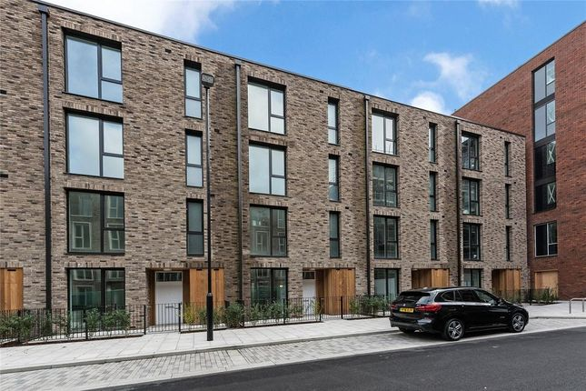 Thumbnail Flat to rent in 28 Admirality Avenue, London
