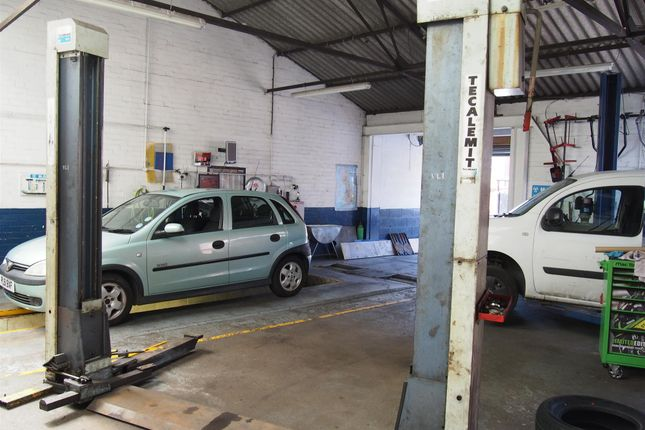 Thumbnail Parking/garage for sale in Vehicle Repairs & Mot WF1, West Yorkshire