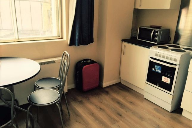 Thumbnail Flat to rent in Aldgate High Street, London