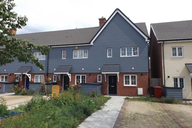 Thumbnail Semi-detached house to rent in Marunden Green, Slough