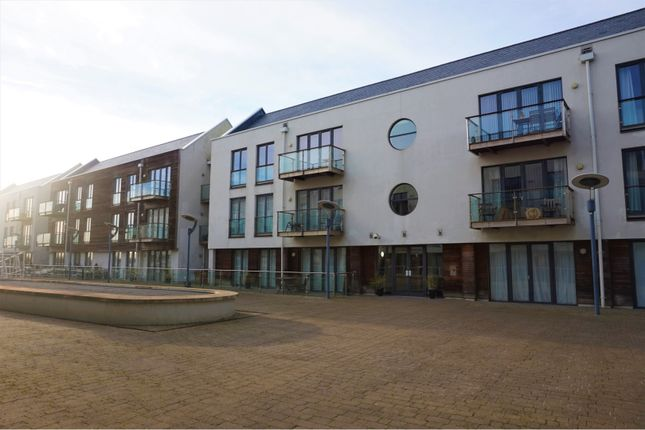 Thumbnail Flat for sale in Waterside Marina, Colchester