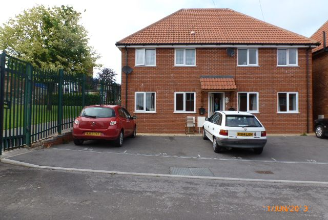 Thumbnail Flat to rent in Westfield Avenue, Yeovil