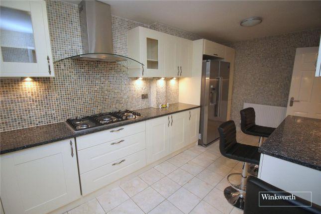 Thumbnail Detached house to rent in Stanborough Avenue, Borehamwood, Hertfordshire