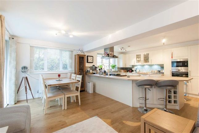 3 bed block of flats for sale in Billington Mews, London