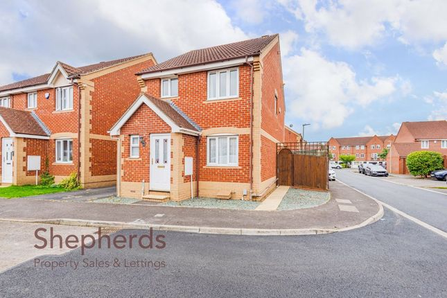 Thumbnail Detached house to rent in Pettys Close, Cheshunt, Hertfordshire