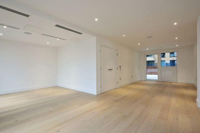 Thumbnail Triplex to rent in Fulham Riverside, Townmead Road, Fulham
