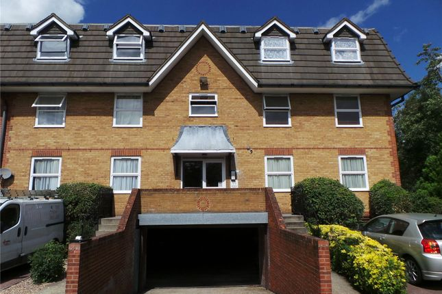 Thumbnail Property to rent in Millstream Close, Palmers Green, London