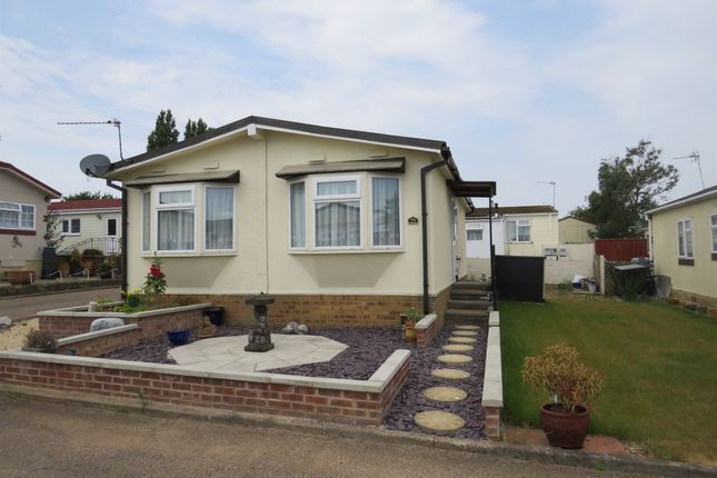 Thumbnail Mobile/park home for sale in Cheveley Park, Grantham