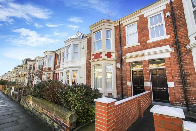 Thumbnail Flat to rent in Park Parade, Whitley Bay