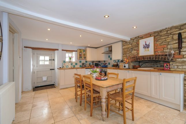 Thumbnail Cottage to rent in High Street, Croughton, Brackley