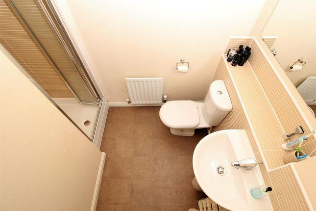 En Suite of Jarvie Road, Redding, Falkirk FK2
