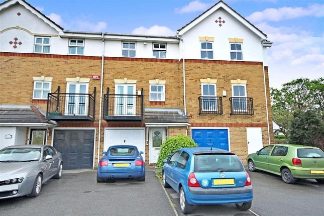 4 bed town house to rent in Sara Crescent, Greenhithe DA9