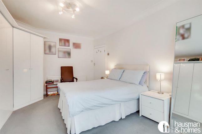 10_Master Bedroom-0