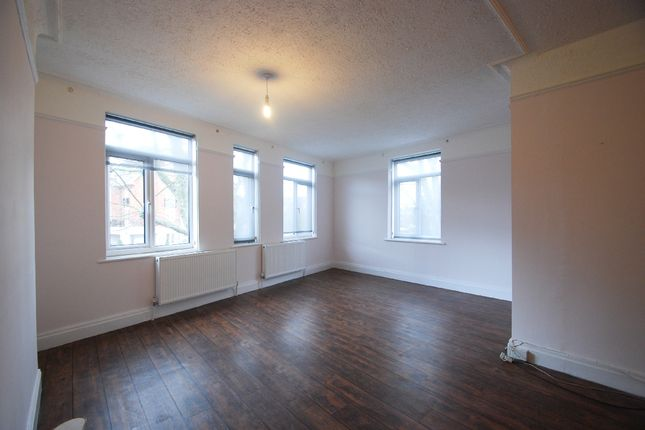 Flat to rent in Finchley Road, London