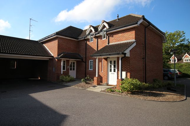 Thumbnail Flat to rent in Fern Place, Farnborough