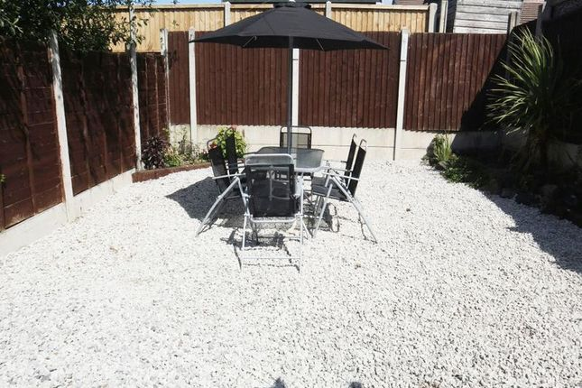 Outside of Imogen Close, Fenpark, Stoke-On-Trent, Staffordshire ST43Qy ST4