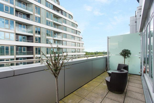 Thumbnail Flat to rent in Chelsea Bridge Wharf, Battersea, London