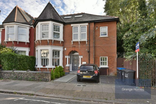 3 bed flat for sale in Haslmere Road, London N21