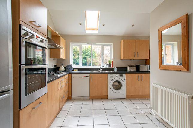 Honesty Close Kitchen1A