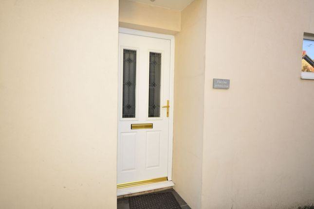 Thumbnail Flat for sale in Haddon Road, Sutton