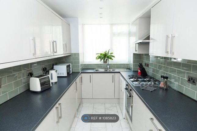 Room to rent in Knockhall Road, Greenhithe DA9