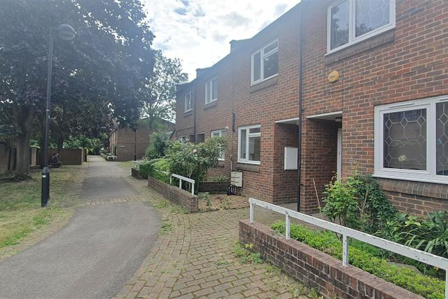 3 bed terraced house to rent in Jack Barnett Way, London N22