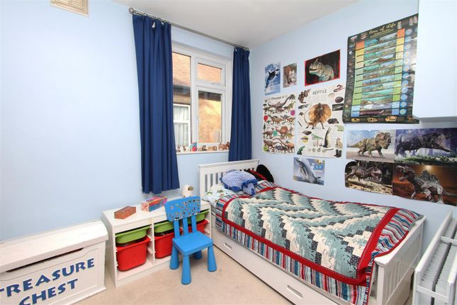 Bedroom of Derwent Avenue, Ickenham UB10