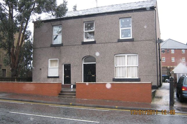 Thumbnail Flat to rent in Milnrow Road, Rochdale, Lancashire