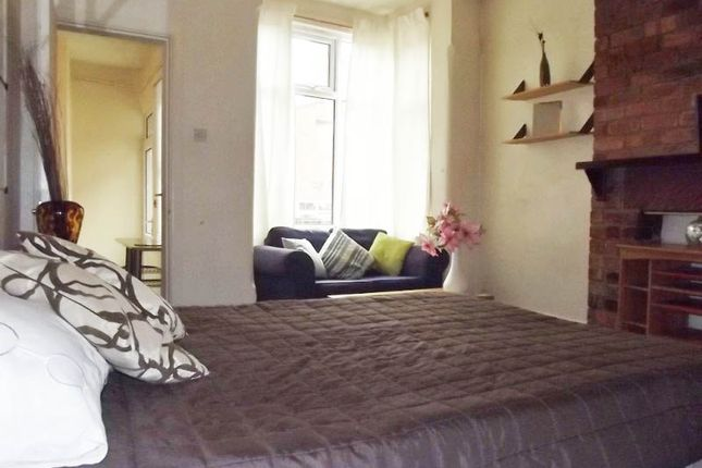 Thumbnail Flat to rent in Hollyshaw Lane, Crossgates, Leeds, West Yorkshire
