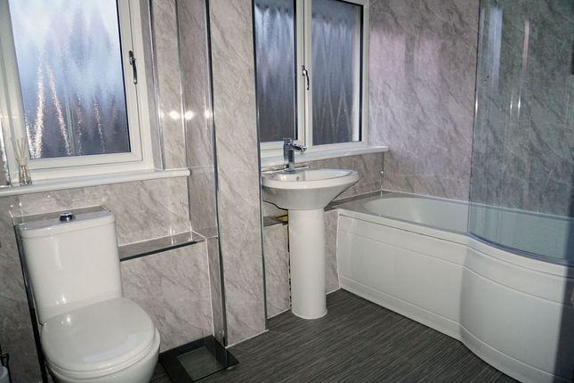 Bathroom of Kelso Drive, East Mains, East Kilbride G74