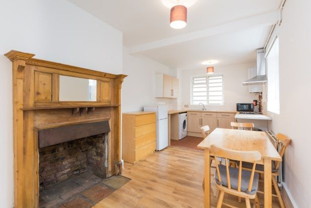 Flat to rent in Gifford Street, London