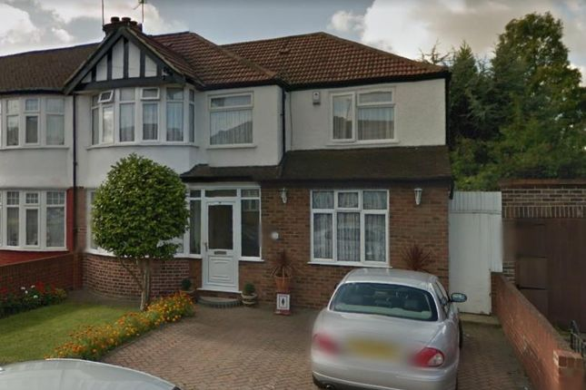 Room to rent in David Avenue, Greenford