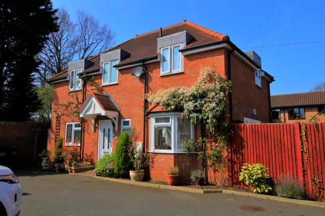 Thumbnail Detached house for sale in Roe Green Lane, Hatfield