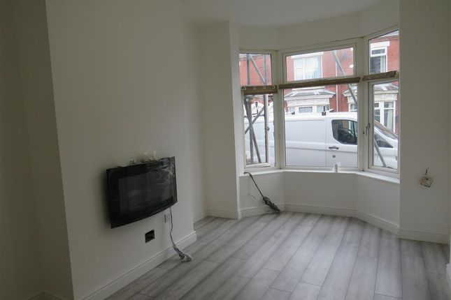 3 bed property to rent in Royston Avenue, Bentley, Doncaster DN5