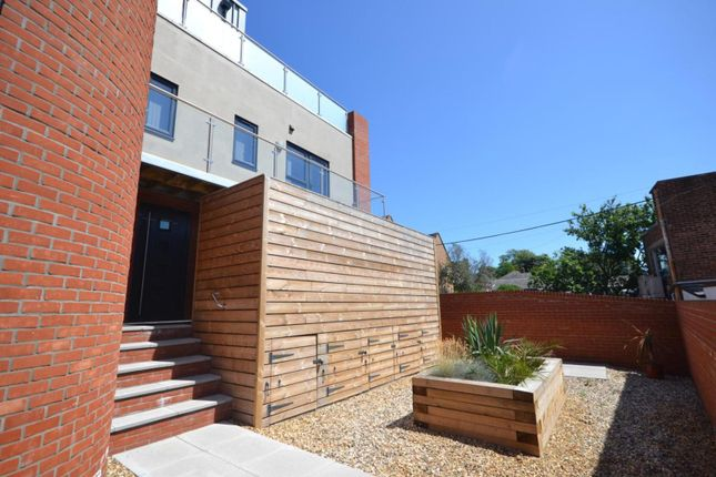 1 bed flat to rent in The Warehouse, Manor Road, Colchester, Essex CO3