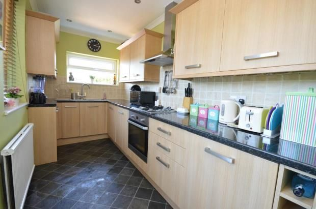 Thumbnail Town house to rent in Grovehall Drive, Leeds
