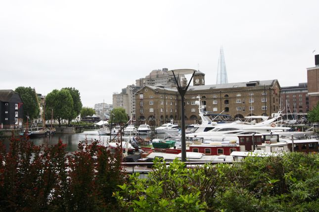 1 bed flat to rent in 2 Teal Court, City Quay, St Katherine Docks