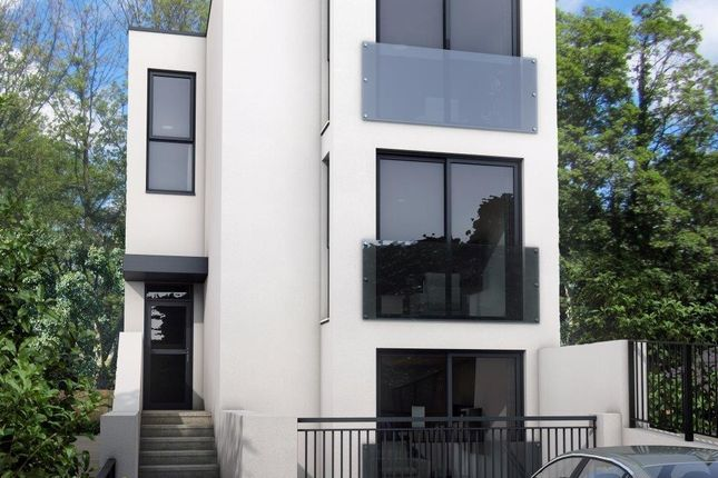 Thumbnail Flat for sale in South Bank, Surbiton