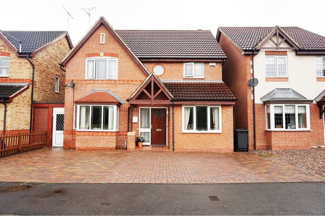 4 bed detached house for sale in Eaton Close, Hatton
