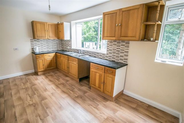 3 bed property to rent in Meltham Road, Netherton, Huddersfield