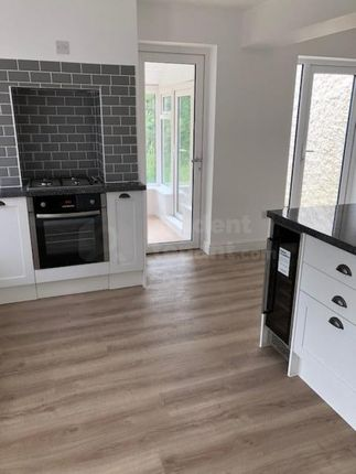 Thumbnail Detached house to rent in Fullers Road, Farnham