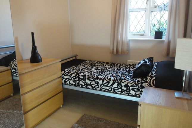 Thumbnail Room to rent in Pear Tree Way, Warks