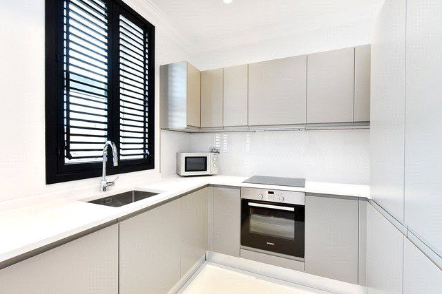 Thumbnail Flat for sale in Collingwood House, Mercers Road, London