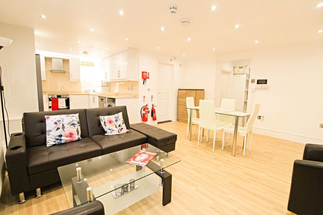 Thumbnail Flat to rent in Park Road, Kingston Upon Thames, Surrey